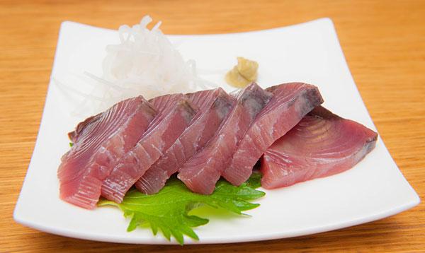 宮古島近海で捕れたカツオのお刺身です。