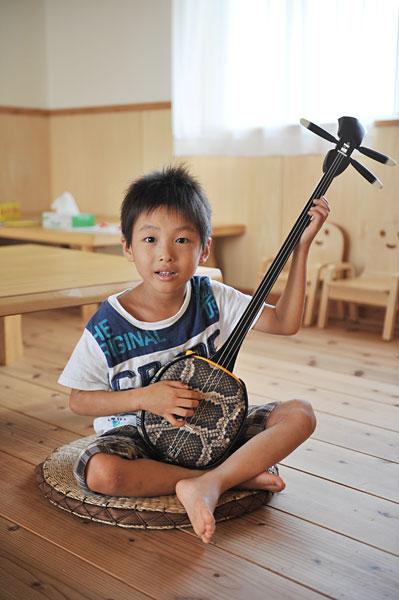 三線を習いたい!|宮古島の民宿 あがりの宿さんさーら