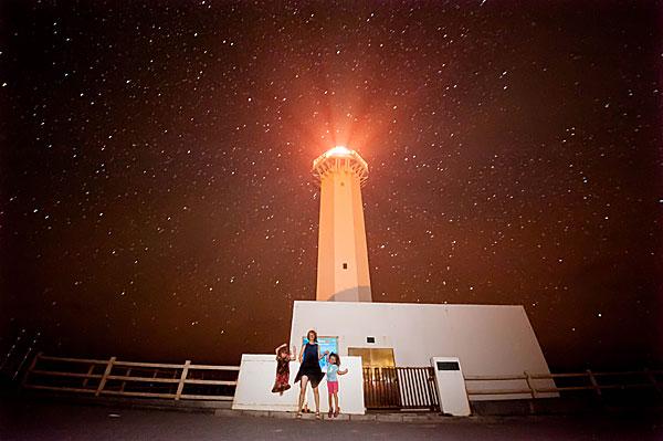 星空の下で記念撮影|宮古島の民宿 あがりの宿さんさーら