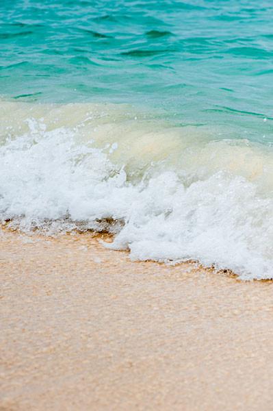 前浜ビーチ、碧い波|宮古島の民宿 あがりの宿さんさーら