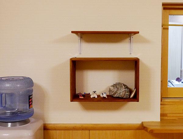 リビングの飾り棚|宮古島の民宿 あがりの宿さんさーら